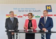 LH Johanna Mikl-Leitner informierte gemeinsam mit dem Kärntner Landeshauptmann Peter Kaiser und dem oberösterreichischen Landeshauptmann Thomas Stelzer über die Ergebnisse der Konferenz.